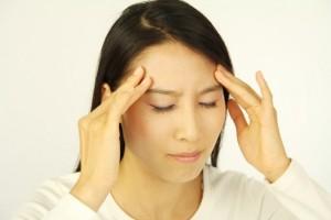 頭痛でこめかみが痛む